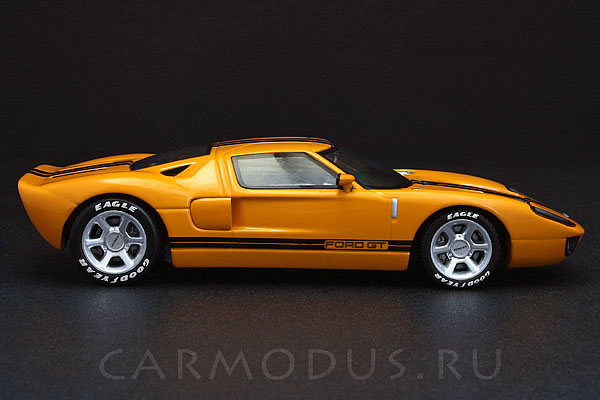 Ford GT (2004) – MINICHAMPS 1:43